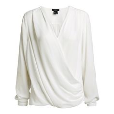En tunn, luftig blus med en vacker draperad front för många tillfällen. En modell som de flesta kan känna sig stilsäker i.  - Omlottdrapering fram - V-ringad - Tunn, luftig kvalitet - Längd 62 cm i stl 38  Maskintvätt 40° Material: 100% Polyester Artikelnummer: 7308655