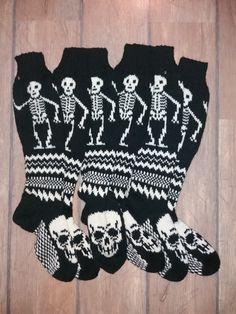 Knit Or Crochet, Knitting Socks, Skulls, Handmade, Fashion, Hand Crafts, Breien, Knit Socks, Moda