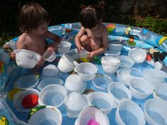 jocs d'aigua amb material de rebuig.Llar d'infants Les Baldufes, Olot Girona