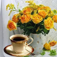 Yellow Roses are my favorites. Coffee Wine, I Love Coffee, Coffee Art, Coffee Cups, Tea Cups, Good Morning Coffee, Coffee Break, Gd Morning, Pause Café