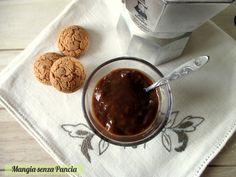 Una golosa crema al caffè vegan, semplice da fare, senza uova e adatta per chi è intollerante al lattosio. Ottima al cucchiaio o per farcire i dolci.