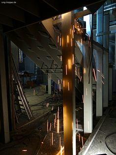Wochenarbeit - http://smg-treppen.de/wochenarbeit/ Rund 6 Tonnen Stahl haben wir diese Woche zu einer spektakulären Treppenanlage zusammen gebaut. Mal so richtig Heavy Metal. Am Montag gehts weiter, damit wir vor Ostern fertig sind. Dank allen Mitarbeitern für diese tolle Leistung und Euch allen ein erholsamen und entspanntes Wochenende.