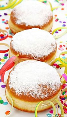 Berliner Donuts are very popular in Germany especially during the time of German carnival or Fasching. They are baked in the deep fryer and filled with jam. Pastry And Bakery, Baking And Pastry, Pastry Recipes, Cupcake Recipes, German Carnival, Guava Pastry, Donuts, Romanian Desserts, Shortcrust Pastry