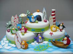 such a cute penguin cake!