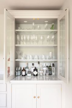 Hidden Bar in Living room/Dining Georgian Farmhouse Kitchen, Hampshire - Humphrey Munson Kitchens - Counter top glazed cupboard with glass shelves for displaying glassware and gin collection. Kitchen Bar, Farmhouse Kitchen, Kitchen Diner, Kitchen Decor, Bars For Home, Dining Storage, Farmhouse Dining, Home Bar Designs, Trendy Kitchen