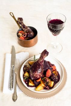 Coq au vin (Geschmortes Huhn im Rotweinsauce) | Französisch Kochen by Aurélie Bastian