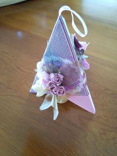 Pyramid, flowers