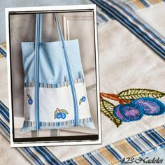 Beutel mit Stickdeckchen / Bag with embroidered doily / Upcycling