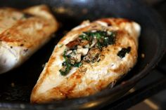 Mushroom & Spinach Stuffed Chicken Breasts - so healthy, flavorful, and delicious! replace your shallot for green onion to make this on program. Spinach Stuffed Mushrooms, Spinach Stuffed Chicken, I Love Food, Good Food, Yummy Food, Cooking Recipes, Healthy Recipes, Spinach Recipes, Delicious Recipes