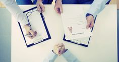 Estar preparado para a entrevista é a base para preencher todas as necessidades da vaga e garantir o emprego. Para ajudar na preparação, confira alguns erros e acertos comuns na entrevista de emprego.