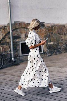 Summer street style fashion / Fashion week #fashionweek #fashion #womensfashion #streetstyle #ootd #style /Pinterest: @fromluxewithlove Summer Minimalist, Minimalist Fashion, Black And White Summer Dresses, Funky Fashion, Festival Wear, Spring Summer Fashion, Spring Outfits, Celebrity Style, Spring Dresses