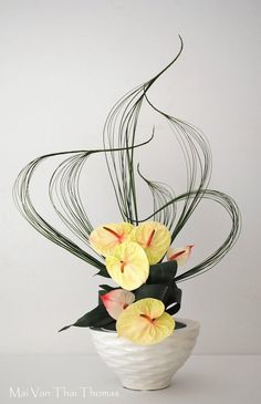 Contemporary Flower Arrangements, Creative Flower Arrangements, Ikebana Flower Arrangement, Ikebana Arrangements, Beautiful Flower Arrangements, Beautiful Flowers, Deco Floral, Arte Floral, Flower Show