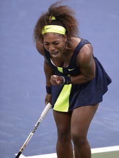 Serena Williams schreit ihre Freude nur so heraus, denn sie hat zum vierten Mal die US Open gewonnen. Die US-Amerikanerin besiegte die Weltranglisten-Erste Victoria Asarenka aus Weißrussland mit 6:2, 2:6, 7:5. Foto: (Andrew Gombert/dpa)