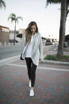 Casual leather leggings cardigan outfits, cute outfits with leggings, leggi Outfits Leggins, Leggings Outfit Winter, Cute Outfits With Leggings, Cardigan Outfits, Leggings Fashion, White Leggings Outfit, Casual Leggings Outfit, Fashion Socks, Grey Cardigan