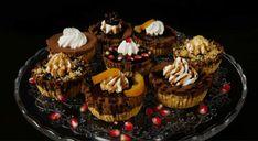 » Εύκολα και γρήγορα παστάκια σοκολάτας με 4 υλικά (VIDEO), από τους Χάρη και Μιχάλη Καρελάνη και το foodaholics.gr!   No Bake Desserts, Muffin, Baking, Breakfast, Recipes, Food, Youtube, Morning Coffee, Bakken