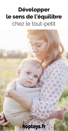 Le développement de l'équilibre est une étape clé dans l'acquisition des compétences motrices chez le bébé. En effet, c'est la base de tous les mouvements du corps: tenir sa tête, s'assoir, ramper, marcher… Aline est psychomotricienne spécialisée dans le portage et instructrice en massage bébé. Elle partage aujourd'hui avec nous, ses connaissances et ses conseils pour développer le sens de l'équilibre chez le tout-petit. Massage Bebe, Acquisition, Ader, Couple Photos, Body Movement, Baby Dolls, Infancy, Couple Shots, Couple Photography