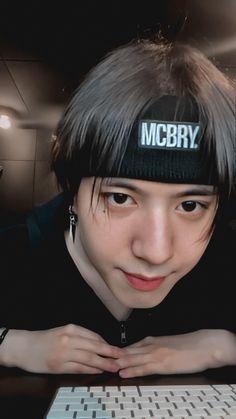 Got7 Yugyeom, Golden Child, Boy Groups, My Idol, Best Friends, Baseball Hats, Funny Memes, Kpop, Boys