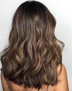 🌞🌻Summer is around the corner and I& getting a lot of requests for Lighter hair. To all my Lovely Dark Rooted Clients. Expect your hair… Brown Hair Balayage, Brown Blonde Hair, Hair Highlights, Balayage Hair Brunette Medium, Color Highlights, Dark Hair With Caramel Highlights, Brunette Hair Color With Highlights, Honey Balayage, Medium Blonde