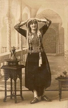 European woman dressed up in Algerian Karacou costume Pharyah) African Women, African Fashion, Middle East Culture, Arabian Women, Vintage Photos Women, Exotic Women, Women Figure, Historical Costume, Traditional Dresses
