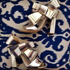 Delpozo bow sandals now available on Moda Operandi!