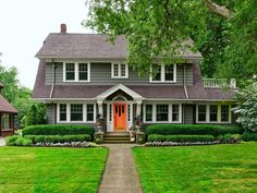 HGTV Magazinetook a spin through the entire United States to round up eye-catching houses loaded with inspiring ideas.