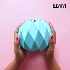 Cool Paper Crafts, Paper Crafts Origami, Cardboard Crafts, Diy Paper, Origami Wall Art, Instruções Origami, Diy Crafts Hacks, Diy Crafts For Gifts, Paper Flowers Diy