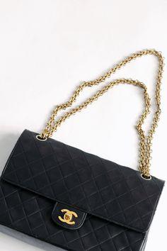 The perfect little black Chanel bag. Chanel Handbags, Louis Vuitton Handbags, Purses And Handbags, Chanel Bags, Designer Handbags, Designer Bags, Vintage Chanel Bag, Dior, Mode Chanel
