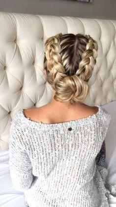 15 Bonitos peinados recogidos que protegerán tu cabello del frío y el viento este invierno