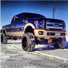 2012 6.7 Powerstroke Diesel, not a ford fan at all but love the super duty body style!