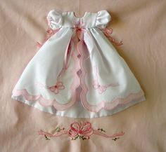 and baby dress Precious baby girl dress, love the scalloped edges, the ribbons and the delicate. Precious baby girl dress, love the scalloped edges, the ribbons and the delicate embroidery work- Little Boy Outfits, Little Dresses, Toddler Outfits, Children Outfits, Girls Quilts, Baby Quilts, Baby Kalender, Patch Bordado, Angel Gowns