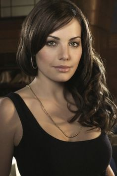 Smallville's Lois Lane | iPhone Wallpaper
