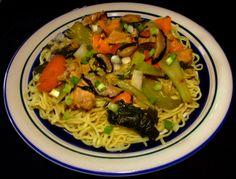 Spicy Chicken & Shitake Mushroom Chow Mein #Spicy #Chicken #Shitake Mushrooms #Chow Mein #Food #Food Photography
