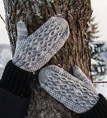 Ravelry: Neidonkyynel pattern by Emma Karvonen Knitted Mittens Pattern, Knit Mittens, Mitten Gloves, Knitting Socks, Hand Knitting, Knit Or Crochet, Crochet Crafts, Fingerless Gloves, Arm Warmers