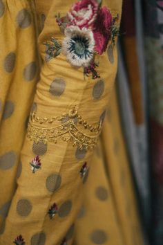 Embroidery Suits Punjabi, Kurti Embroidery Design, Embroidery Fashion, Couture Embroidery, Embroidery Motifs, Silk Kurti Designs, Kurta Designs Women, Kurti Designs Party Wear, Sleeves Designs For Dresses