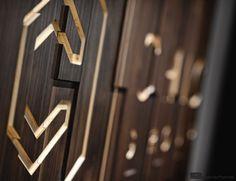 Panel 3D z frezowanym logo, http://biuroweinspiracje.pl/panele-nascienne-we-wnetrzach-biurowych/