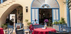 Si vas hasta Remedios, en Villa Clara, no dudes en alojarte en el antiguo y encantador Hotel Encanto Mascotte. ¡Es super pintoresco!