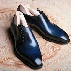 A bespoke men's shoe beautifully crafted by Meccariello More