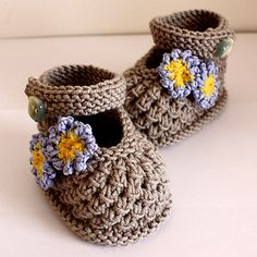 crochet baby shoes Listing for the Knitting PATTERN only. Not finished product. This is a Knitting PATTERN Forget-Me-Not Baby Shoes Pattern for matching Forget-Me-Not Baby Hat you c Crochet Baby Booties Tutorial, Crochet Baby Shoes, Booties Crochet, Crochet Slippers, Baby Shoes Pattern, Baby Patterns, Knitting Patterns, Crochet Patterns, Crochet Ideas