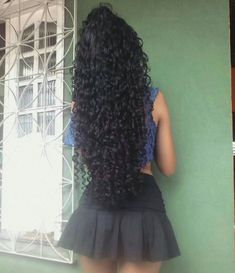 In the world of hair, there are many hairstyles that can be worn by a wide variety of hair types. Those who have long, curly hair can really try out some interesting styles with their beautiful loc… Natural Hair Braids, Curly Hair Tips, Long Curly Hair, Curly Hair Styles, Natural Hair Styles, Long Curls, Very Long Hair, Beautiful Long Hair, Stylish Hair