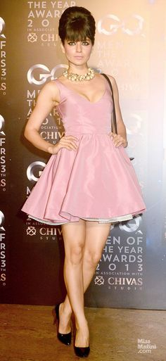 She's regarded as one of the major fashionistas in Bollywood, Kangana Ranaut is on a roll! Bollywood Celebrities, Bollywood Fashion, Bollywood Actress, Coctail Dress Short, Hermes, Short Dresses, Prom Dresses, Fashion Idol, Indian Beauty