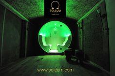Le nouveau SOLEUM® SPA – Cabine de climat marin. La nouvelle vedette sur le marché du bien-être, pour installation à l'intérieur comme à l'extérieur.  Découvrez la nouveauté mondiale de Soleum – la première et la seule cabine de climat marin pour l'extérieur ! Un produit de haute qualité fabriqué en Autriche. Les surfaces lisses et sans joints de la cabine diffusent une chaleur rayonnante agréable.