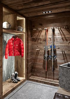 A Swiss Chalet DPAGES - a design publication for lovers of all things cool & beautiful Chalet Ski, Alpine Chalet, Chalet Design, Design Design, Ski Lodge Decor, Chalet Interior, Traditional House, Skiing, Lovers
