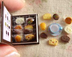 焼き菓子セットです。  本型の箱に詰めました。  全8種類、どれがお好み??  *  おかげさまで完売いたしました。  ありがとうございます  *  #ミニチュア#miniature#焼き菓子#ハンドメイド#handmade#フェイクフード#fakefood