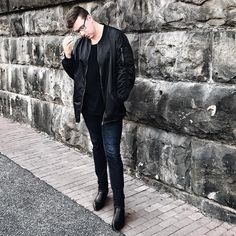 """Mi piace"": 595, commenti: 25 - Austin Rutland (@austinrutland) su Instagram: ""I ripped a hole in my favorite jeans today and I'm pretty traumatized. Looks like I'm making a stop…"""