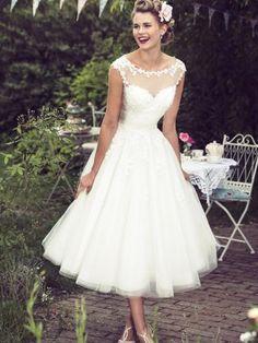A-Line/Princess Scoop Tea-Length Lace Tulle Wedding Dresses