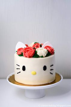 i heart baking!: hello kitty floral wreath crown cake i heart baking ! Hello Kitty Torte, Bolo Da Hello Kitty, Hello Kitty Birthday Cake, Hello Kitty Cupcakes, Hello Kitty Themes, Hello Kitty Decor, Hello Kitty Cake Design, Hello Kitty Stuff, Hello Kitty Theme Party