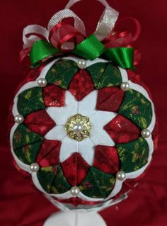 Items similar to Green, Red and White Quilted Ornament on Etsy Quilted Fabric Ornaments, Quilted Christmas Ornaments, White Ornaments, Diy Ornaments, Easy Christmas Crafts, Christmas Fabric, Ball Ornaments, Christmas Balls, Handmade Christmas