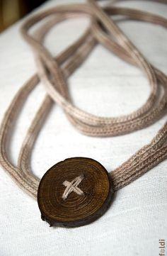 Punto collar de joyería tejida con color crema de ombre marrón de botón de madera natural