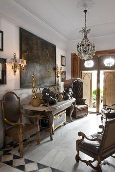 Foyer in a residence in Madrid designed by Lorenzo Castillo