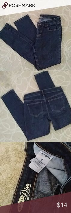 NWOT. Old navy The Diva skinny jeans Great looking Old Navy Size 4 skinny jeans. Dark denim. Great fit Old Navy Jeans Skinny
